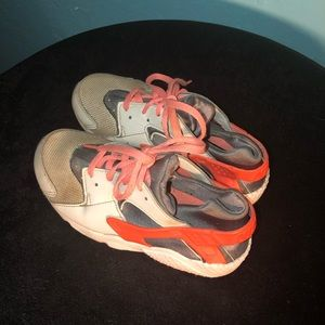 NIKE HUARACHES NATURAL